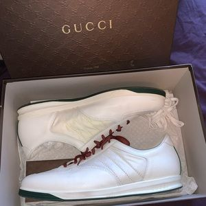 Gucci low leather sneakers